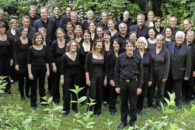 Der Freiburger Kammerchor konzertiert in Riegel und Freiburg