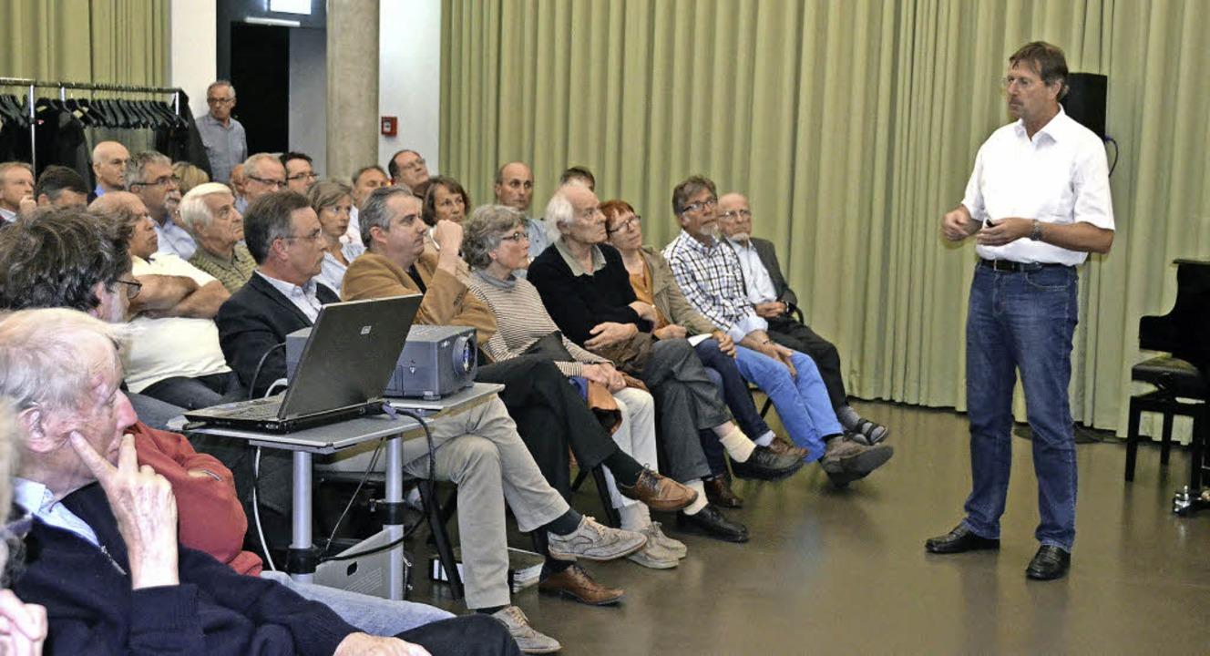 Den Ausführungen des Geologen Bernd Je...s Publikum im Kurhaus in Badenweiler.   | Foto: Sigrid Umiger