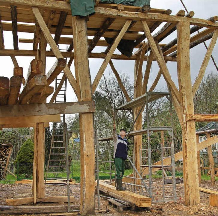 Derzeit entsteht auf dem Vörstetter Museumsareal ein Handwerkerhaus.   | Foto: Pia Grättinger