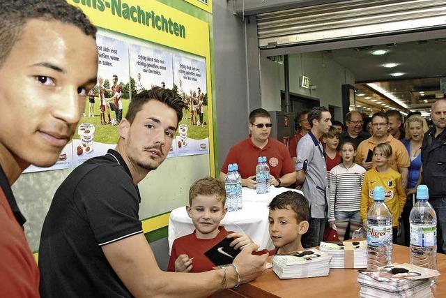 Autogrammstunde mit SC-Torwart Roman Bürki