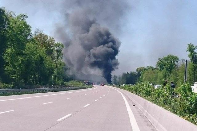 Sattelzug in Flammen: Viel Rauch und lange Staus in der Ortenau