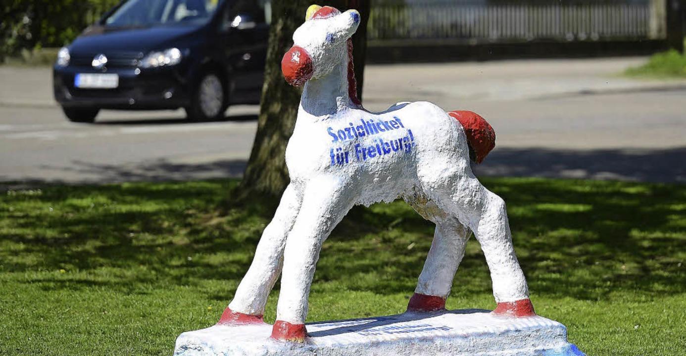 Auch eine Freiburger Ikone ist dafür: ...chen macht Reklame fürs Sozialticket.   | Foto: Ingo Schneider