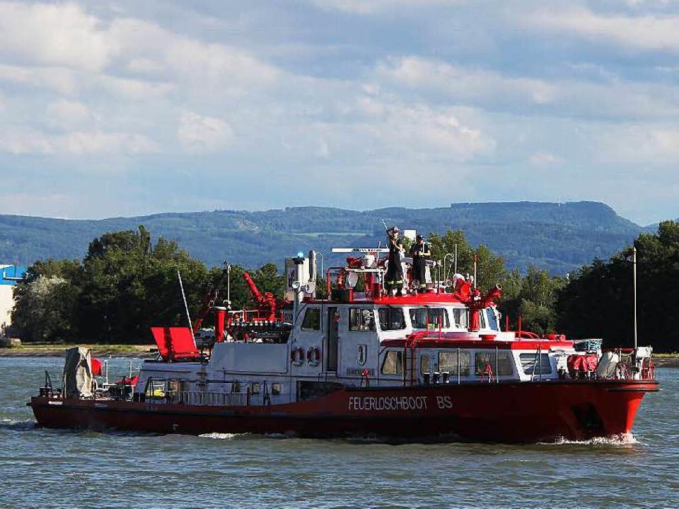 Dem Wassertaxi eilte ein Löschboot zur Hilfe.  | Foto: Freiwillige Feuerwehr Weil am Rhein