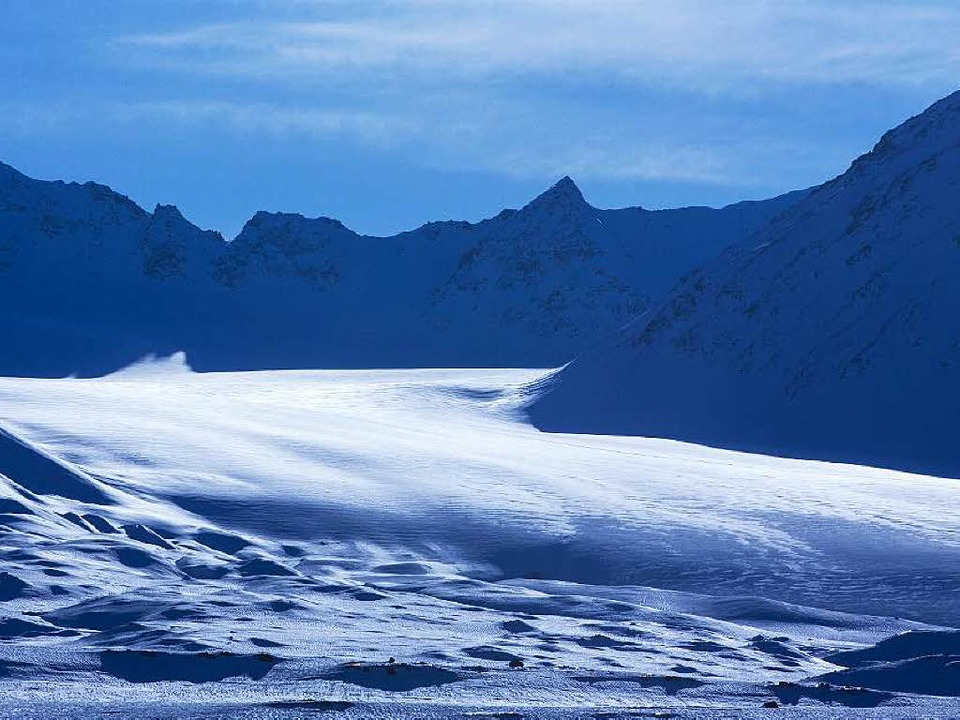 Auch aufgrund der dort vermuteten Bode...sse der Anrainerstaaten an der Arktis.  | Foto: dpa