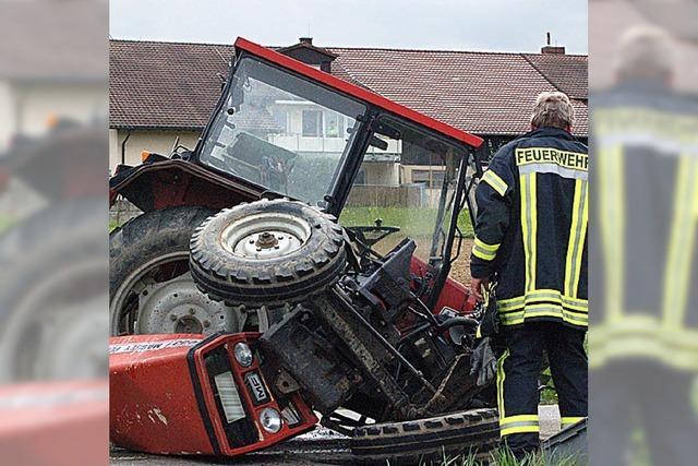 Pkw kracht in Traktor