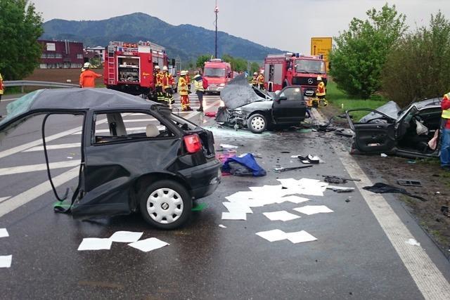 Drei Menschen sterben bei schwerem Unfall auf der B31