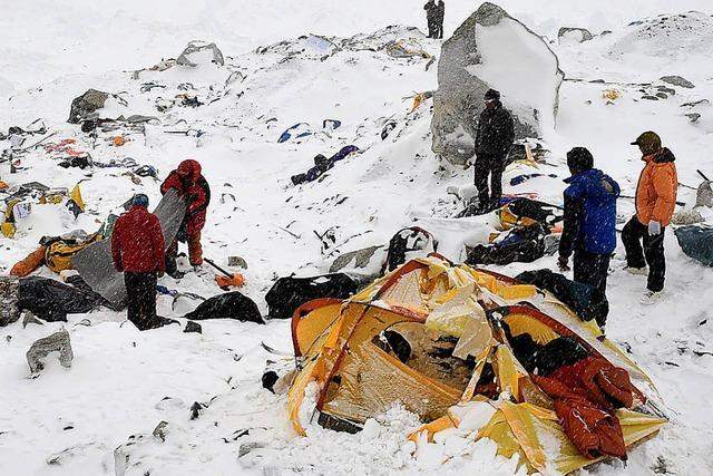 Lawinen und Felsstürze am Mount Everest