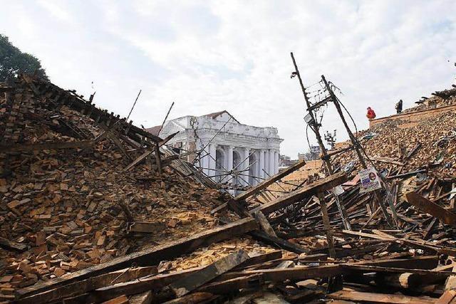 Himalaya-Beben mit Tausenden Toten: Hilfe kommt kaum durch