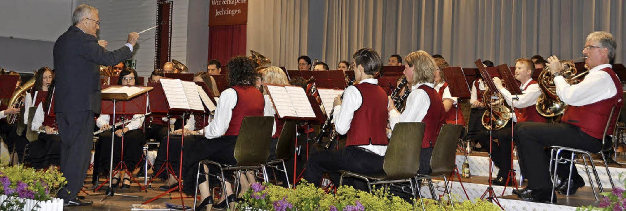 Sasbach. Die Winzerkapelle beim Bühnenauftritt.    Foto: Roland Vitt