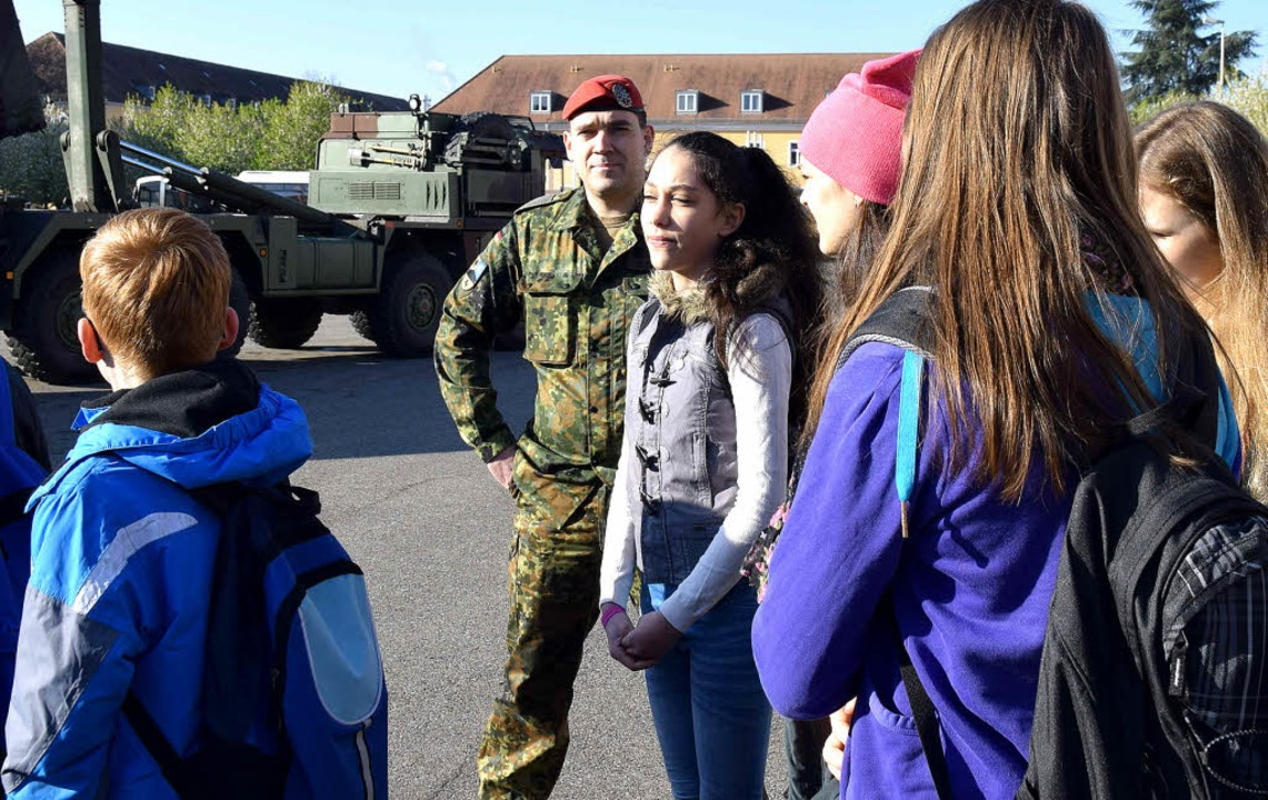 Mädchen und Jungen haben sich beim bun...r Ausbildungsmöglichkeiten informiert.    Foto: Beatrice Ehrlich