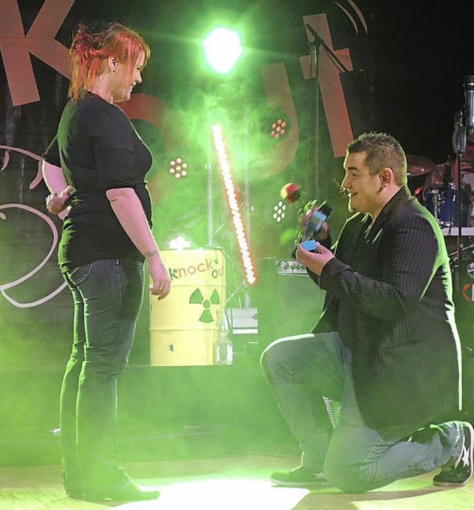 Ja, sie wollen! Auch das gab's im Konzert: Einen Hochzeitsantrag.  | Foto: Kurt Meier
