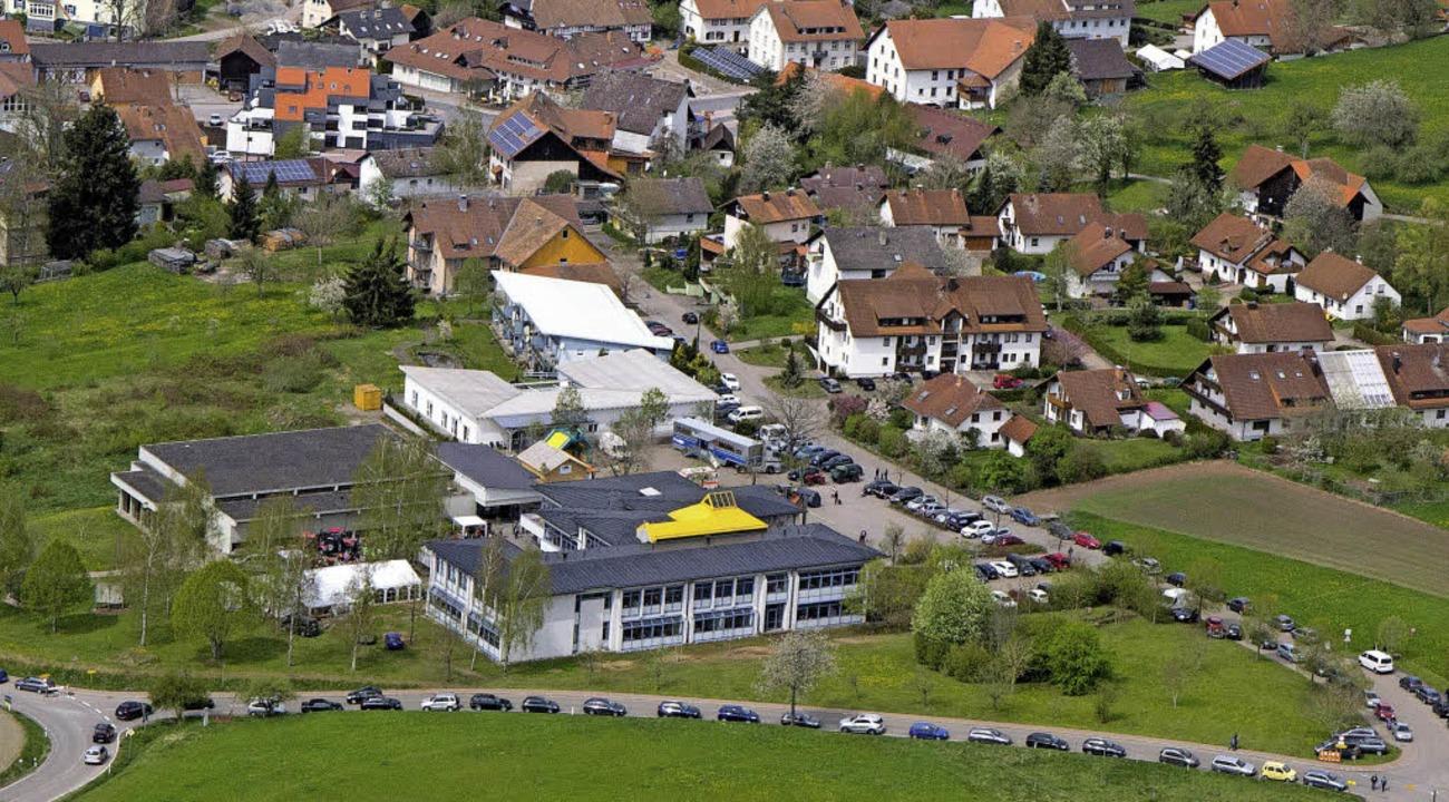 Die Sparkasse Bonndorf-Stühlingen ist ...hlüchttalhalle und Schlüchttal-Schule.    Foto: Wilfried Dieckmann