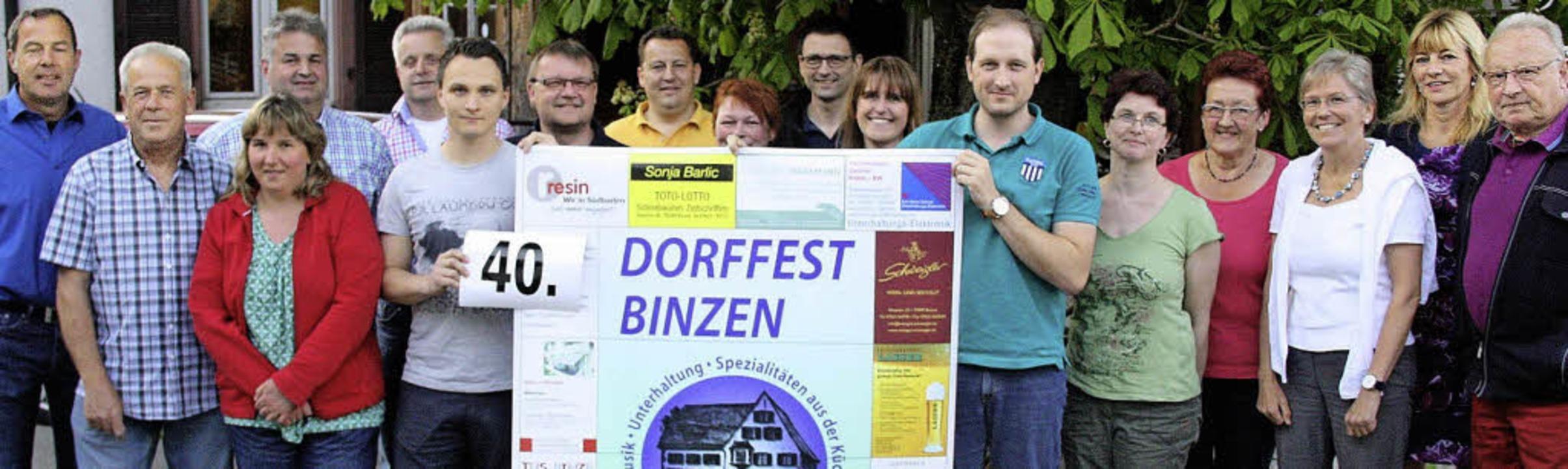 Die Führungsriege der Binzener Dorffes...uflage der Festtage  rund ums Rathaus.  | Foto: Walter Bronner
