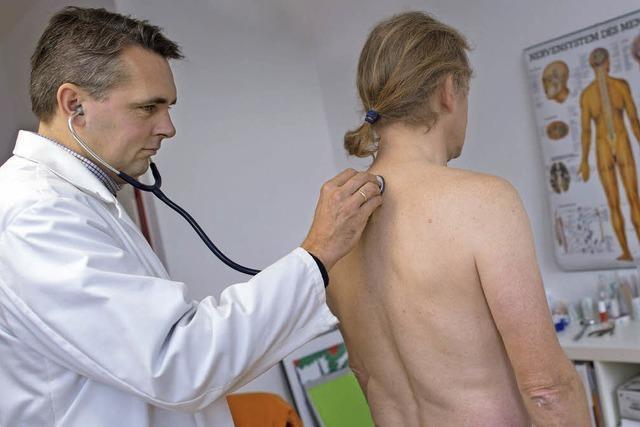 Mit der Gesundheitsversorgung insgesamt zufrieden