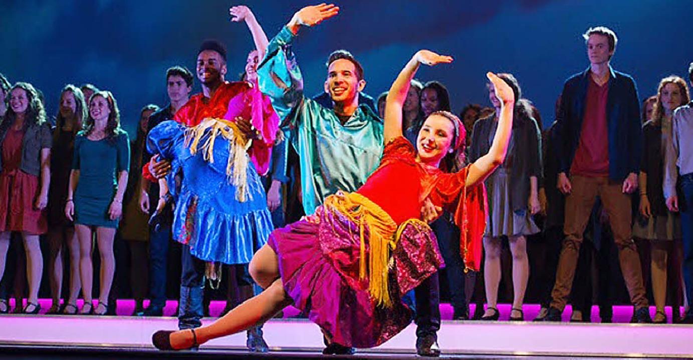 Farbenprächtig ist die Show, die  Up with People im Bürgersaal aufführen wird.  | Foto: privat