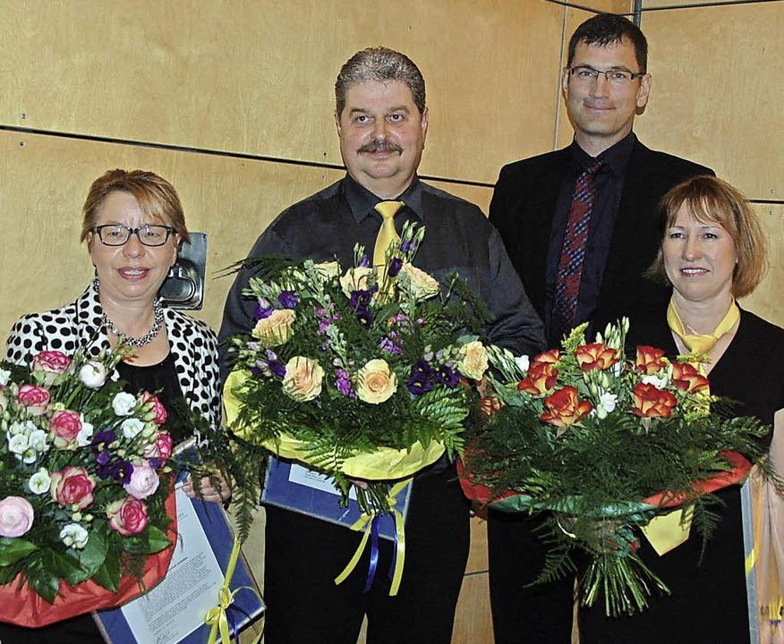 Für besondere Verdienste erhielten Ade...s zur Förderung der Dorfgemeinschaft.     Foto: Pia Grättinger
