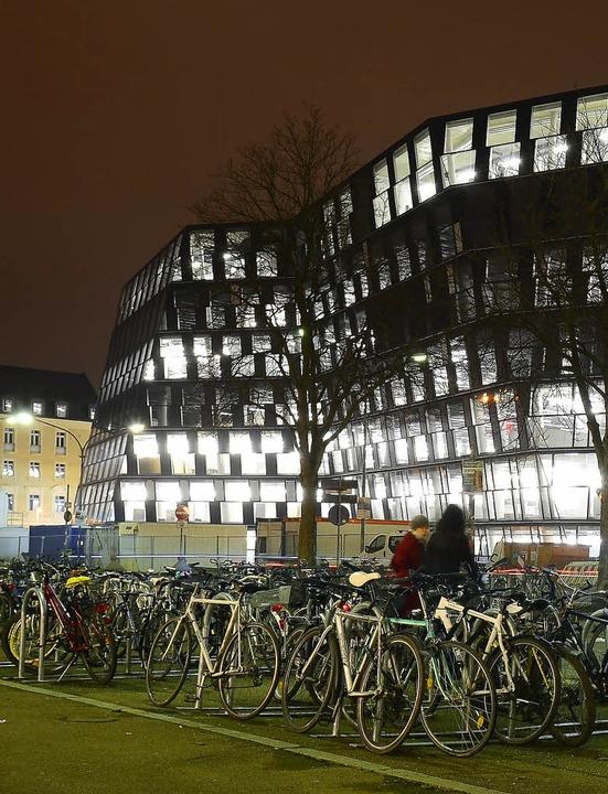 Nachts sieht die UB wie ein Ufo aus.   | Foto: Fotos: Ingo SchneideR