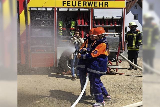 15 Mädchen planen das Feuerwehrgerätehaus