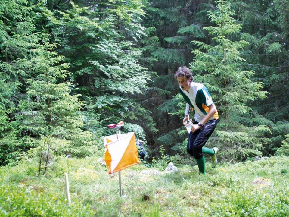 """Rasant mitten durchs Grün zum """"P...rreicht, wird elektronisch erfasst.       Foto: kunzendorf"""