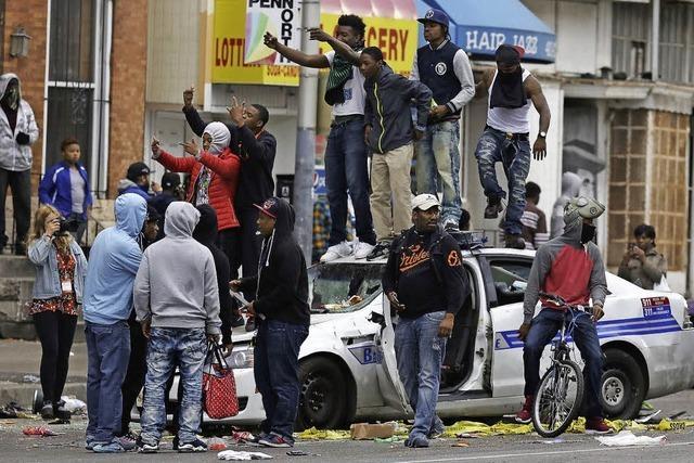 Ausgangssperre nach Rassenkrawallen in Baltimore