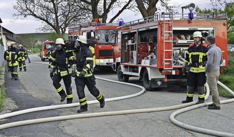 Unter Zeitdruck das Richtige tun: Das ...eil der Übung für die Feuerwehrleute.   | Foto: Julius Steckmeister