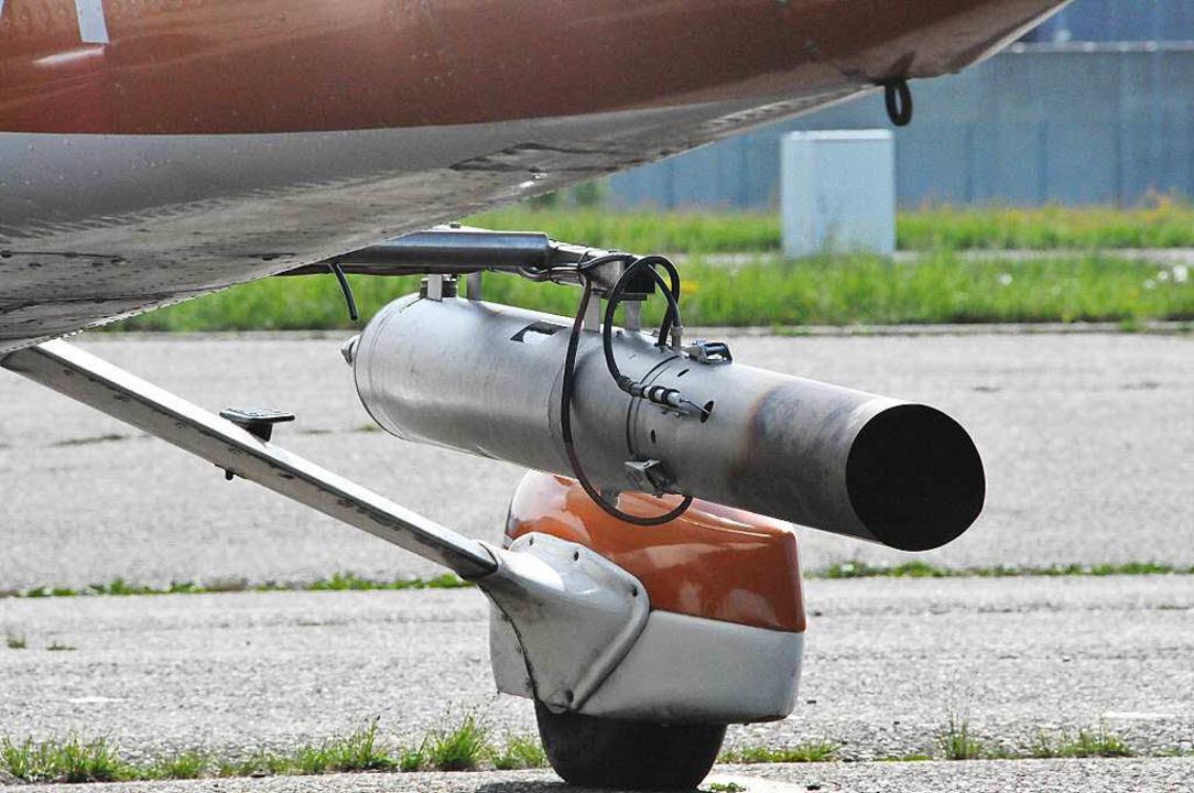 Einer der zwei Generatoren am Rumpf des Hagelfliegers.  | Foto: Helmut Seller