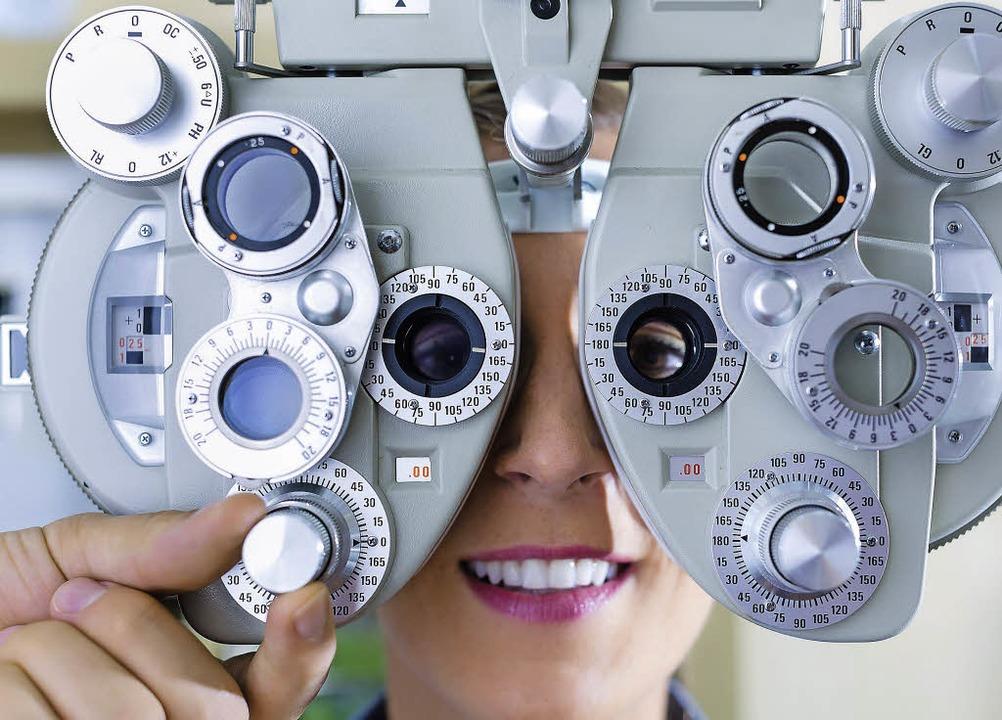 Messgerät aus der Optikerwerkstatt: di...rzsichtigen Menschen nimmt stetig zu    | Foto: colourbox