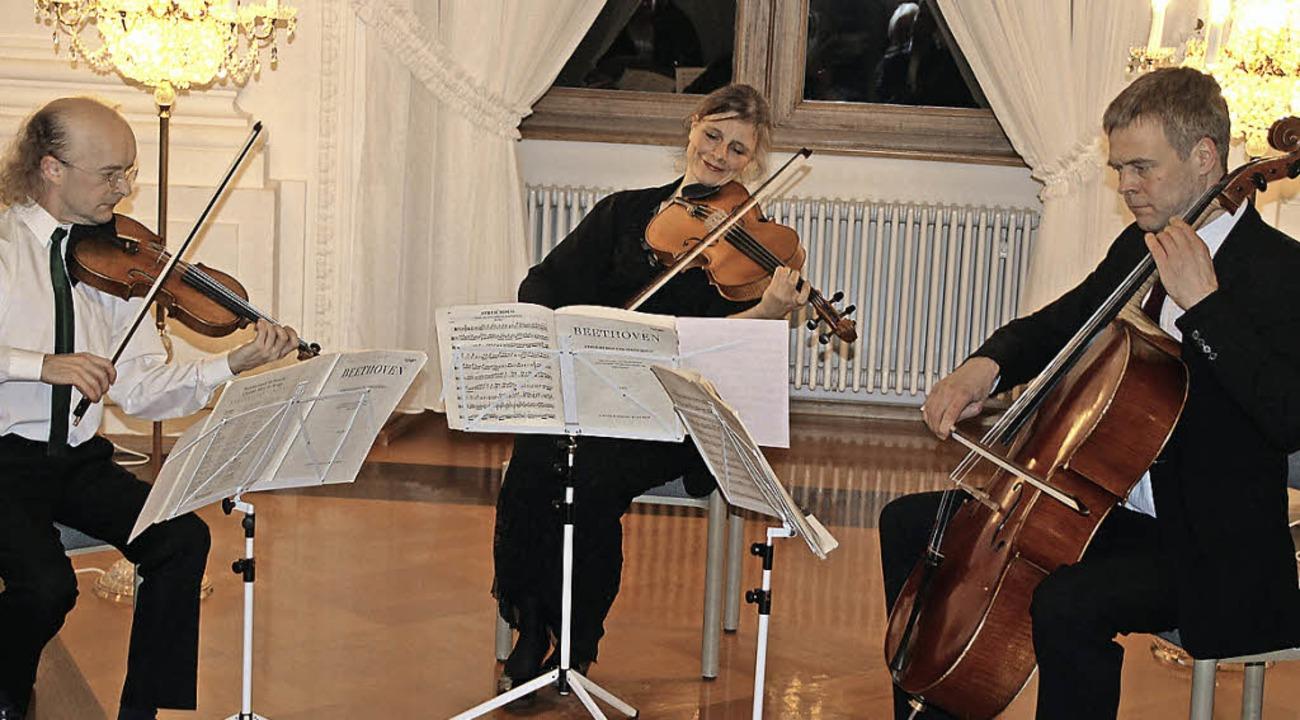 Ian Mardon, Julia Mensching und Rolf H... beiden Schweizer Diethelm und Escher.  | Foto: Margrit Matyscak