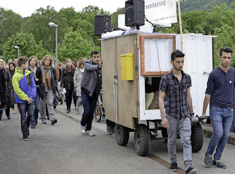 Lebendiges Theater in Bewegung: Publik...unterkunft an der Hammerschmiedstraße.  | Foto: Fotos. Rita Eggstein