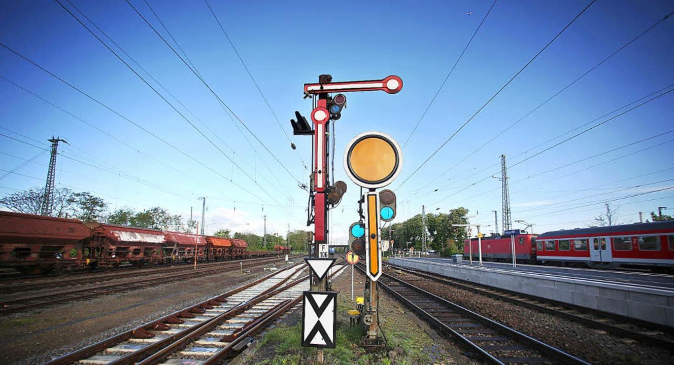 Das Signal steht auf Halt.    Foto: Fotos: dpa