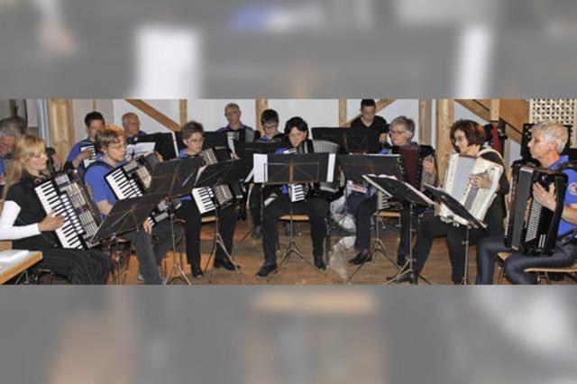 Akkordeon, Klavier und Gesang