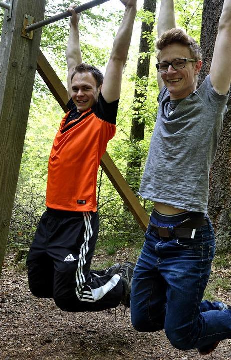 Daniel Stiller (links) will einen Trim... sein Bruder Stefan (rechts) Gefallen.  | Foto: michael krug