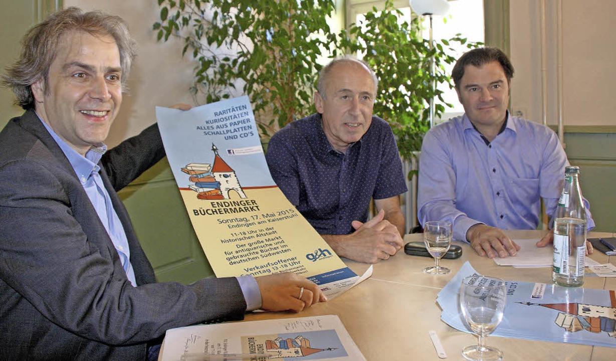 Initiator Wolfgang Koch sowie Harald G...e 10. Endinger Büchermarkt am 17. Mai.  | Foto: Ruth Seitz