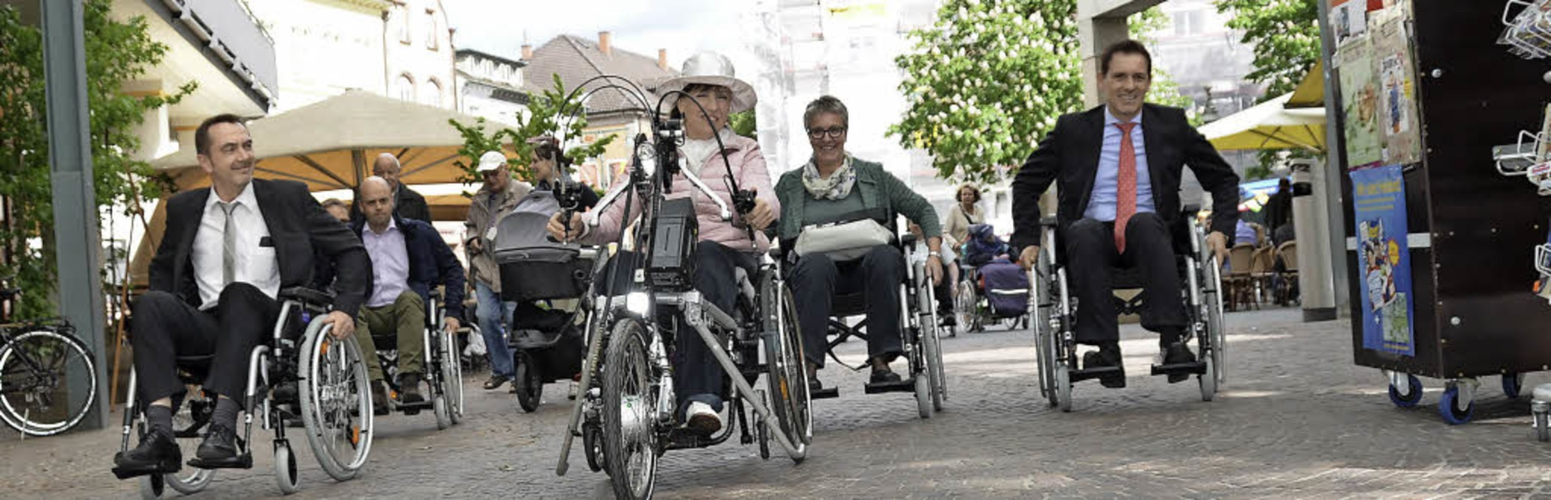 Kein Rollstuhlrennen, hier erfahren St... Krämer, Oberbürgermeister Jörg Lutz.   | Foto: Nikolaus Trenz