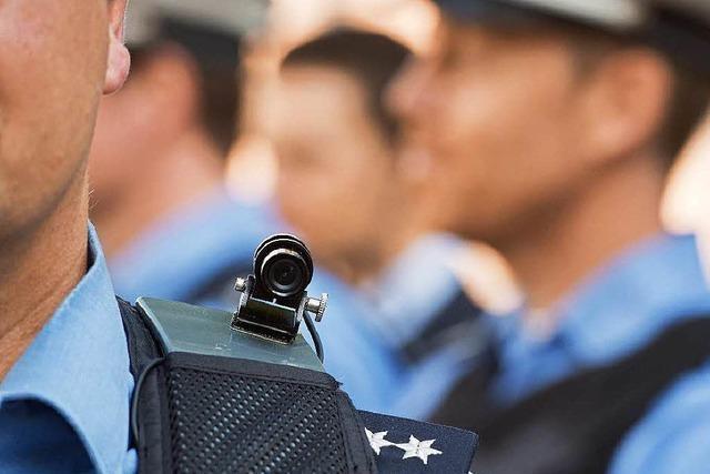 Freiburger Polizisten bekommen Schulterkameras