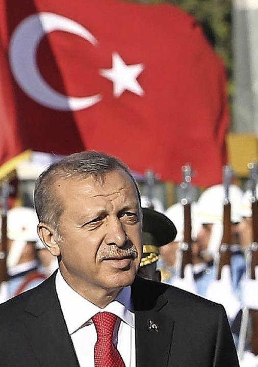 Präsident Erdogan bei einer Militärparade   | Foto: AFP