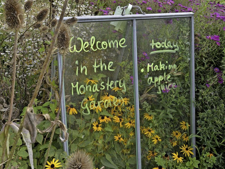 Klare Ansage: Auf der Tafel steht, was im Kuchelgarten zu tun ist.  | Foto: Michael Bamberger