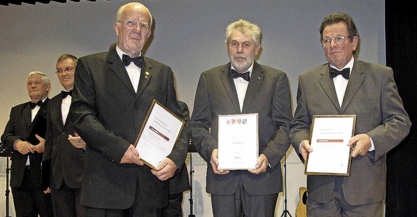 <Text>Beim Konzertabend der Windener C...20 Jahre Singen ausgezeichnet.</Text>   | Foto: Fotos: Helmut Häringer
