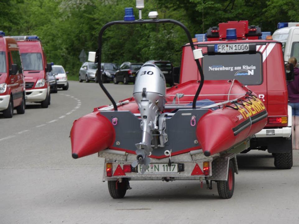 Großeinsatz am Rhein – eine Boot... fast 100 Rettungskräfte auf den Plan.  | Foto: Martin Pfefferle