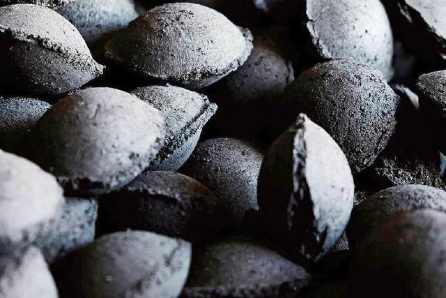 Der Köhler vom Peloponnes: Grillkohle aus Oliventrester