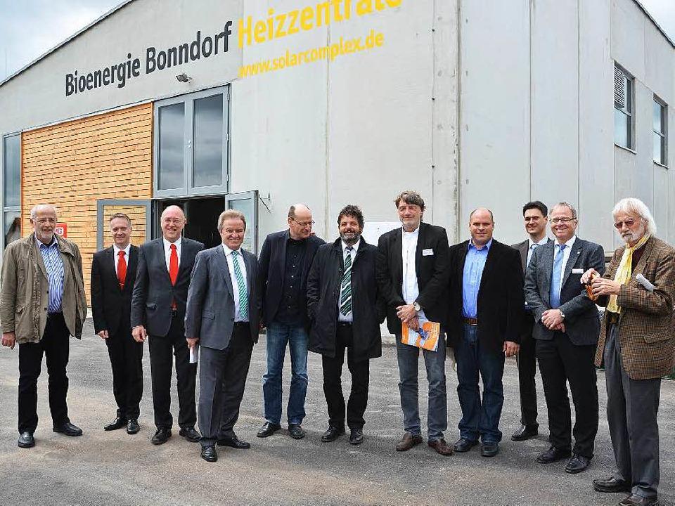 Als beispielhaftes Projekt bezeichnete... von links) das Nahwärmenetz Bonndorf.  | Foto: Juliane Kühnemund