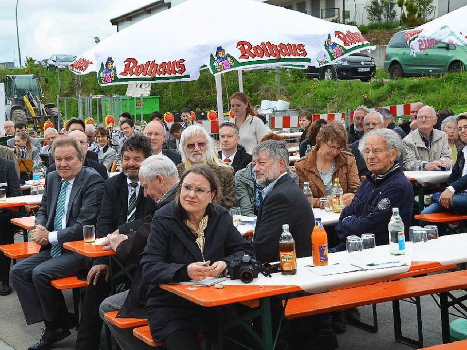 Zahlreiche Bürgerinnen und Bürger waren zur Einweihungsfeier gekommen.  | Foto: Juliane Kühnemund