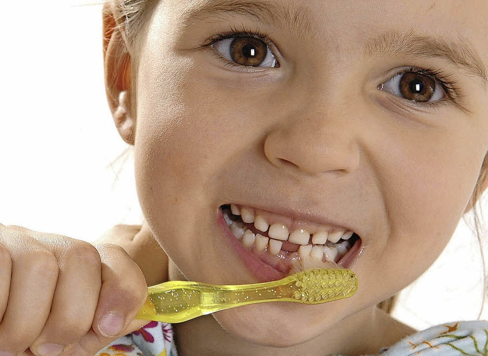 Von Zahnärzten empfohlen: Fluoride sol... Schmelz gegen Kariesbakterien härten.    Foto: Prodente E.v.