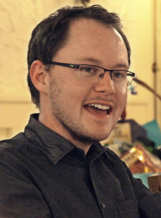 Der neue Dirigent Florian Bischof stellte sich den Mitgliedern vor.  | Foto: Christiane Franz