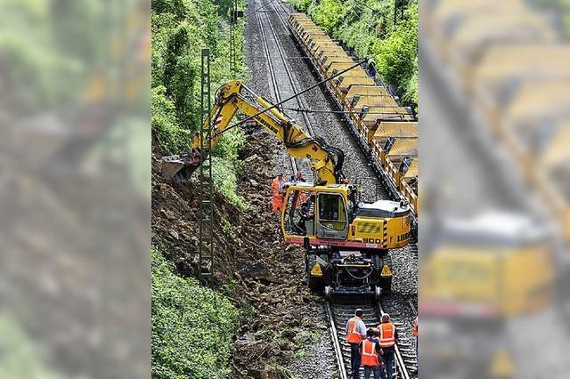 Erdrutsch stoppt Bahn