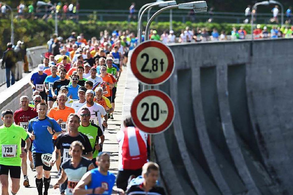 18,3 Kilometer: Fast 3000 Läuferinnen und Läufer haben am Muttertag den Schluchssee umrundet. (Foto: Patrick Seeger)