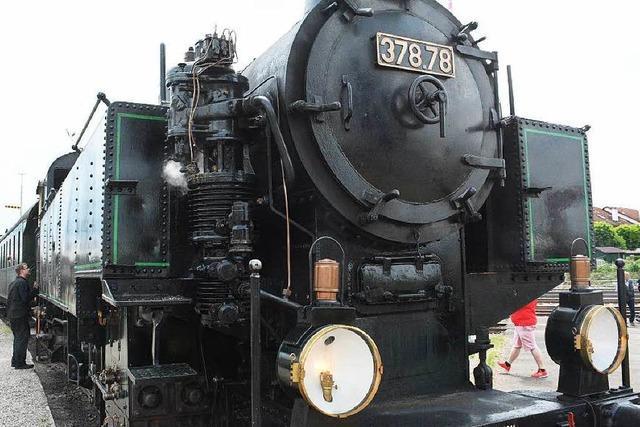 Auto kollidiert mit Dampflok der Kandertalbahn