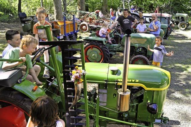 Traktorenschau und Jubiläum des Musikvereins