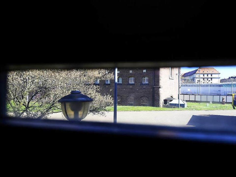 Die JVA in Freiburg: Das Gefängnis hat seine eigenen Regeln.  | Foto: Ingo Schneider