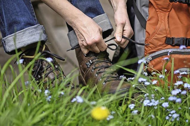 Schuhe schnüren, Rucksack packen